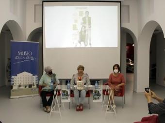 Mesa de presentación de la campaña de cuestación de la AECC. FOTO: C. M.