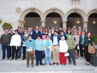 Protagonistas y asistentes tras recorrer las salas de El Pósito el día de la inauguración.