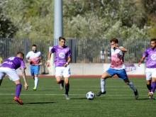 Paco Ariza conduce el balón en el partido de ida ante el Jaén. FOTO: MIGUEL JÁIMEZ