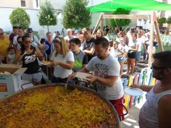 Momento de la paella popular en la Plaza del Carnaval