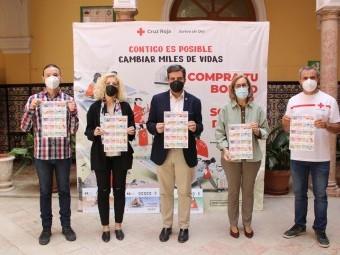 Responsables de Cruz Roja y autoridades locales, en la presentación. FOTO: PAULA