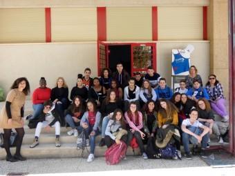 Los alumnos franceses, junto a algunos de los lojeños y la profesora Teresa Gámiz.