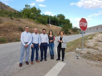 Representantes del Partido Popular en el inicio de la carretera de Ventorros. J. Á.