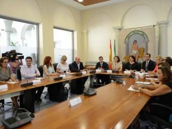 Matilde Ortiz y Joaquín Camacho en el transcurso de la firma del convenio en Granada