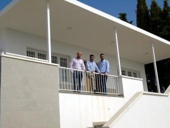 Los ediles de Medio Rural y Urbanismo y el alcalde en el nuevo tanatorio de Ventorros. M. RAMOS.