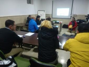 Trabajadores municipales, durante el curso de desfibriladores. FOTO: C. MOLINA