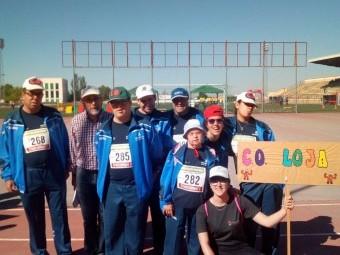 Usuarios del Centro Ocupacional de Loja durante la jornada deportiva.