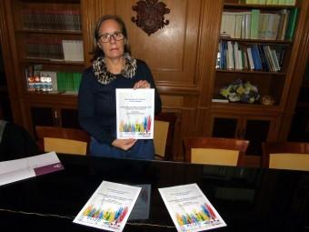 La concejala de Bienestar Social informa del trabajo realizado en los centros. FOTO: C. M.
