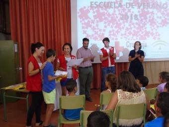 Los alumnos de la escuela de verano recibieron sus diplomas  FOTO: MARTA RAMOS