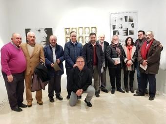 Autoridades, familiares y amigos de Juan de Loxa, en la exposición. FOTO: J. AGUILA