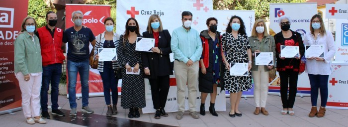 Responsables de Cruz Roja, autoridades y empresarios locales. FOTO: CALMA