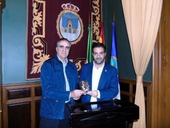 El concejal de Cultura y el alcalde presentaron los premios Ibn al Jatib. FOTO: J.M.JIMENEZ