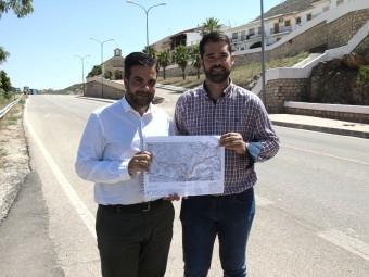 El alcalde y el concejal de urbanismo presentan el proyecto en la Avda. Andalucía  FOTO: MARTA RAMOS