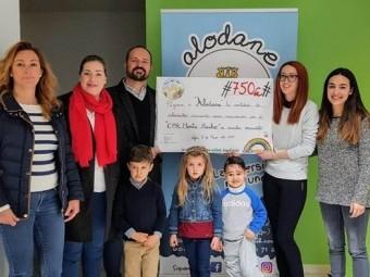Los escolares consiguieron recaudar 750 euros que donaron a Alodane.