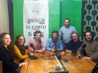 Joaquín Camacho y Matilde Ortiz junto a los trabajadores del área de Comunicación.