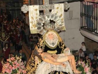 La imagen de la Virgen de los Dolores, en un desfile procesional. FOTO: J. PADILLA