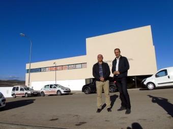 Delgado y Vázquez, delante del Centro de Iniciativas Empresariales. FOTO: A. MATAS