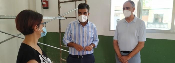 Momento dela visita de las obras en el CPR Taxara de La Fábrica