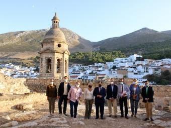 La consejera de Cultura, junto al alcalde y autoridades locales. FOTO: C. MOLINA