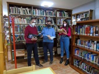 Gómez, Camacho y Valenzuela, en la Biblioteca Municipal. FOTO: CALMA
