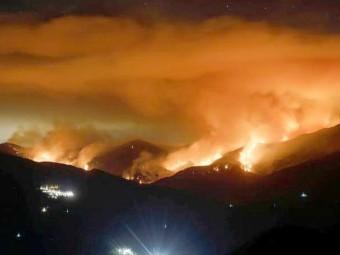 Los bomberos de Loja se ofrecen a colaborar en el incendio de Sierra Bermeja. FOTO: CORTO