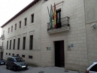 Sede que alberga las oficinas del servicio provincial tributario. FOTO: EL CORTO